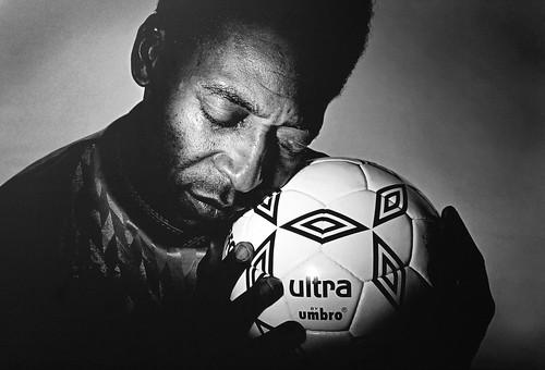 フリー写真素材, 人物, 男性, 運動・スポーツ, 球技, サッカー, モノクロ写真, ブラジル人,