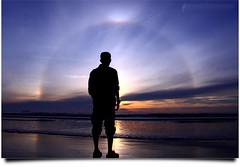 Indahnya Dhuha Itu #2 (AnNamir™ c[_]) Tags: silhouette sunrise canon kitlens halo malaysia silueta 1001nights siluet sundog kuantan pahang pantai 500d balok silhouettephotographer annamir 1001nightsmagiccity