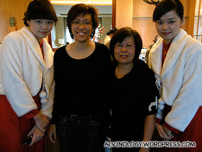 Rachel's sis and mom with two friendly twin sisters working at Meritus