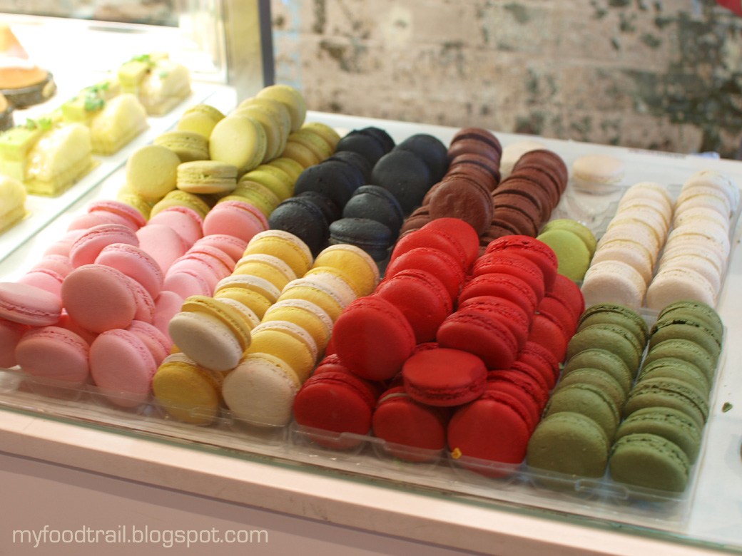 Adriano Zumbo - Display Macarons