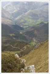 VALLE DE ROZAGÁS (MIGUEL (in)) Tags: españa spain asturias montaña miguelin turbina sierradelcuera tamronaf18200mmf3563xrdiiildasféricoifmacro arangas picoturbina vallederozagas