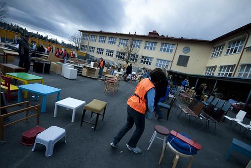 Skolegården på Huseby skole full av lopper.
