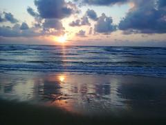 [フリー画像] 自然・風景, 海, ビーチ・砂浜, 朝日・朝焼け・日の出, イスラエル, 201004271900