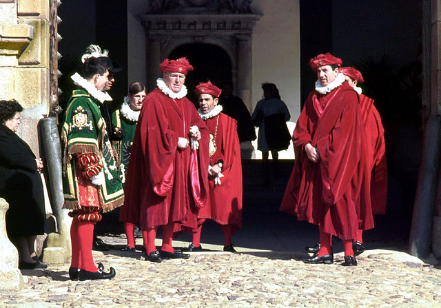 Cortejo de honor en Tavera con motivo de la visita de Konrad Adenauer de Toledo en 1967. Fotografía de John Fyfe