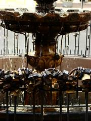 (Llian Santos Gomes) Tags: place fuente locks lugar cadeados candados