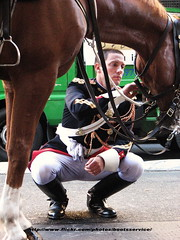 IMG_0472.ID (bootsservice) Tags: horses horse paris army cheval spurs uniform boots cavalier uniforms rider garde cavalry bottes riders armée chevaux uniforme gendarme cavaliers breeches gendarmerie cavalerie uniformes ridingboots gendarmes républicaine eperons