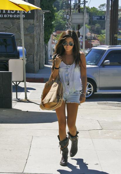 Tisdale+wears+short+shorts+Qo_A8bOQVbGl