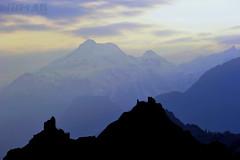 Sion le soir... (http://www.digi-lab.be) Tags: sky mountain montagne 50mm switzerland evening suisse dusk ciel soir schweitz wallis sion valais sitten d700