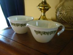 Pyrex Compatibles Cream and Sugar Set (vonlipi's favorites) Tags: etsy pyrex corelle creamandsugar compatibles craisydaisy vonlipi springflowergreen