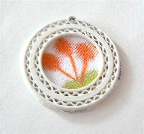 brooch, medallion, tutorial, diy, tutorial, craft, E 6000, scissors, panties, patches, blog
