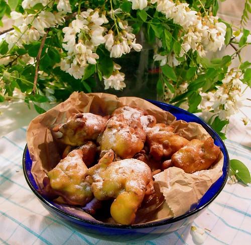 Frittelle ai fiori di robinia