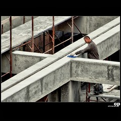Concrete Cross (Osvaldo_Zoom) Tags: people building concrete workers construction nikon cross labour cemento croce edilizia d80 edile