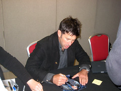 Joe Flanigan Signing Autographs by TravelShorts