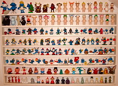 NEW TOY SHELVES ! (Toypincher) Tags: up toys wind kidrobot angels papa sonny smurf moomins garfield figures smurfs grape collectable dunny smurfette clanger rasin schleich dunnys peyo barbapapas wheeble