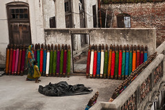 Benares Silk Yarn (Asterix the Celtic Gaul) Tags: india nikon hinduism benaras kasi potm varnasi d300s