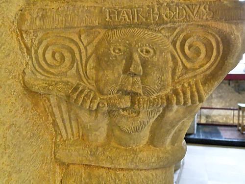 Chapiteau de la tribune monastique - Eglise abbatiale de Cruas - Ardéche