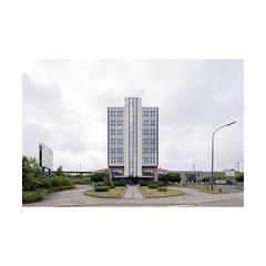 Eighties (François Lichtlé) Tags: architecture 80 eighties ugly bruxelles brussels belgique belgië belgium perspectivecontrol symétrie symmetry offices bureaux