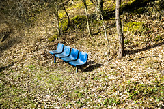 blaue Stühle 3 (TuppesColonia) Tags: trierscheid eifel stühle bänke natur nürburgring tribüne wald blau objekt