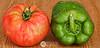 Rojo y Verde (J.Gargallo) Tags: rojo verde tomate pimiento pepper red green huerta hortalizas macro macrofotografía castellón comunidadvalenciana canon canon450d canonefs18200 eos eos450d españa tokina tokina100mmf28atxprod