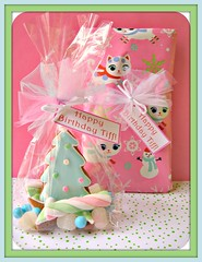 tiffs bday gifts (Pinks & Needles (used to be Gigi & Big Red)) Tags: christmas tree art mushrooms star cookie chocolate gingerbread polkadots gifts marshmallow kawaii icing dots edible 2009 wilton gumdrops molasses hoilday timeconsuming royalicing gigiminor pinksandneedles pinksneedles decoarted myfrostedwindow