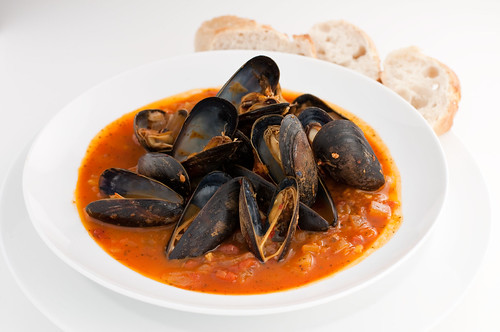 Mussels in a Tomato Wine Broth