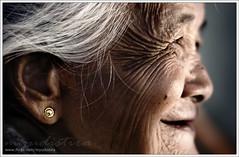 Senyuman Si Mbok - The Smile of Oldwoman (Made Yudistira - Freelance Bali Photographer) Tags: old bali lady work java photographer village culture east made malang freelance 2010 adat budaya balinese fotografer unik yudis yudistira simbok bantur myudistira madeyudistira mbok mboktun yudist