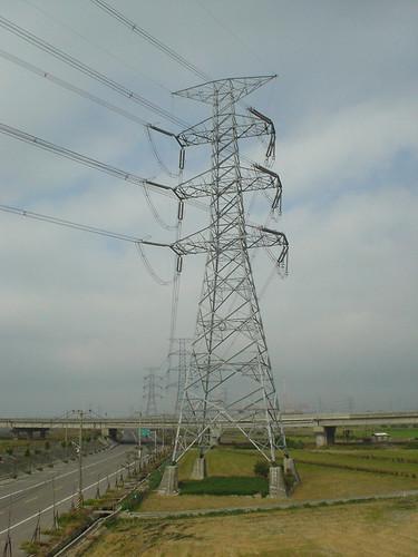 13.中彰大橋這邊是高壓電塔集中地