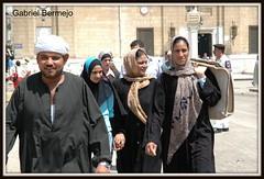 Familia arabe - El Cairo (Gabriel Bermejo Muñoz) Tags: travel islam egypt arabic mercado cairo arabe egyptian khan egipto muslims velo islamic zoco khanelkhalili khalili muslimwoman egyptianmarket hiyab arabicmarket islamicwoman egyptpeople islamicmarket arabicfamily gentedeegipto gabrielbermejomuñoz