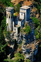 Il piccolo castello / The little castle (Erice, Sicily, Italy) (AndreaPucci) Tags: italy castle italia sicily castello sicilia erice trapani canoneos400 canonefs1855mm3556 andreapucci