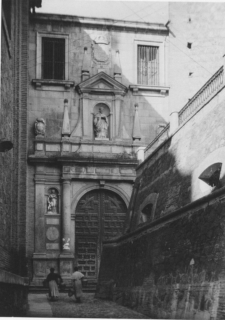 Depósitos de la Plaza de San román y portada de San Pedro Mártir a inicios del siglo XX. Expedición de la Hispanic Society of America