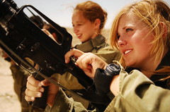 Female Soldiers Unload their Weapons (Israel Defense Forces) Tags: girls israel women soldiers israeli idf womensoldiers idfsoldiers israeldefenseforces groundforces militaryexercises girlsoldiers femalesoldiers infantryinstructors