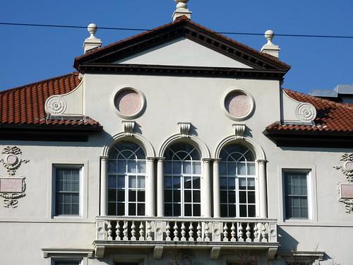 P1000629-2010-02-07-Shutze-Emory-Harris-Hall-East-Facade-Balcony-3Arches