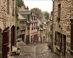 Old Street in Dinan (France) (Foto Martien (thanks for over 2.000.000 views)) Tags: street france history film analog town alley brittany europa europe stones strasse bretagne slide dia medieval scan cobble alleyway frankrijk analogue passage picturesque digitized oldcity scannedslide kinderkopjes gasse straat fachwerk dinan historisch steeg timberframing fachwerkhuser vakwerk brickstreet analoog halftimbering straatje diascan middeleeuws kasseien ctesdarmor thegalaxy minolta9000 halftimberedhouses ranceriver oudestad maisoncolombages maisonpansdebois ruedujerzual scanedpicture martienuiterweerd martienarnhem mygearandme mygearandmepremium martienholland mygearandmebronze mygearandmesilver mygearandmegold kasseistraat mygearandmeplatinum fotomartien flickrbronzetrophygroup rememberthatmomentlevel4 rememberthatmomentlevel1 rememberthatmomentlevel2 rememberthatmomentlevel3 rememberthatmomentlevel5 rememberthatmomentlevel6