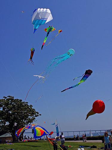 450px-Kitesflying