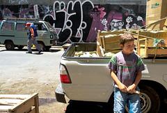 8114 (Gian Franco Costa Albertini) Tags: street boy verduras vegetables truck graffiti valparaiso calle kid pickup boxes nio 2010 camioneta rayado cajas