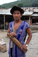 Local Tagin man in Dumporijo, Arunachal Pradesh (sensaos) Tags: portrait people india man face hat rural costume asia village native retrato traditional north culture tribal portrt east tribe portret ritratto cultural portre indigenous dorp pradesh arunachal famke noord oost azi hoed hoedje stammen daporijo tagin dumporijo sensaos