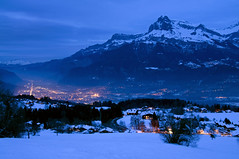 France - Haute-Savoie (Thierry B) Tags: blue winter snow alps night alpes geotagged photography photo twilight frankreich europa europe nacht dusk dr hiver nieve frana bynight bleu neige savoie paysage crpuscule geotag fr alpi francia nocturne magichour nightfall montains montagnes    hautesavoie  hivers combloux geolocation  europen photographies   rhnealpes  horizontales europedelouest noctambule   php    horamagica westeurope photosnocturnes  thierrybeauvir beauvir wwwbeauvircom alpesdunord droitsrservs  heuremagique 20100216 laperledumontblanc jourcrpusculaire daytwilight