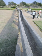 594. Hampi (12): The Aqueduct (profmpc) Tags: ancient antique feeder stonecarving aqueduct hampi watersupply vijayangara krishnadevarayar granitechannels