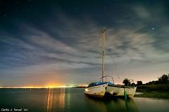 Catamaran varado (Carlos J. Teruel) Tags: longexposure espaa mar nikon nightshot paisaje murcia reflejo nocturna nocturnas 2010 d300 tokina1116 xaviersam