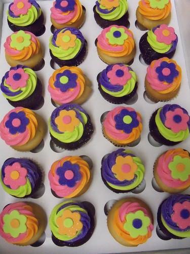 neon fondant flowers cupcakes
