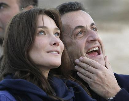 Nicolas Sarkozy and Carla Bruni photo