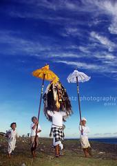 Melasti (memet metz) Tags: blue sky bali beach 1932 indonesia ceremony hindu pantai nyepi umat upacara caka canggu melasti segare rangde mekiyis sesehbeach