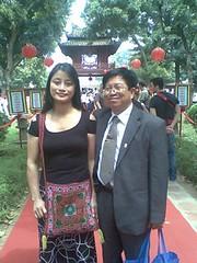 TS.Tran Manh Tien trong Van mieu-Quoc Tu Giam,chu nhat 28/2/2010 by  Dr.TranManhTien-HUT