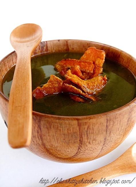 Crema di piselli al rosmarino con chips di carota