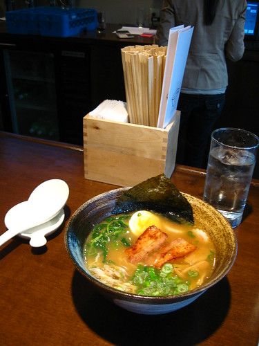 a bowl of tomukun ramen
