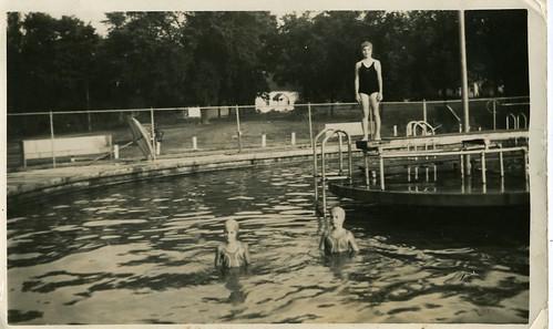 aecd_6_BonnieRobertaAnna_Swim1942