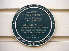 Photo of Oscar Wilde green plaque