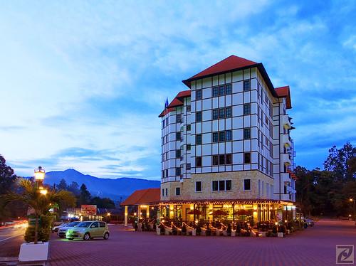 Hotel De' La Ferns @ Blue Hour