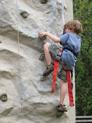 Hawthorne climbing (by Simbel_myne)