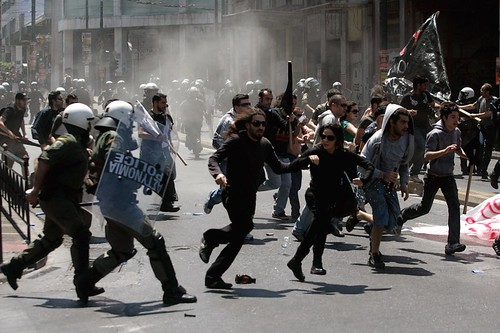 Police and Prosters Clash in Athens (Photo: Piazza Del Popolo, flickr)